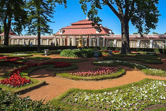 monplaisir-palace-and-garden-in-peterhof